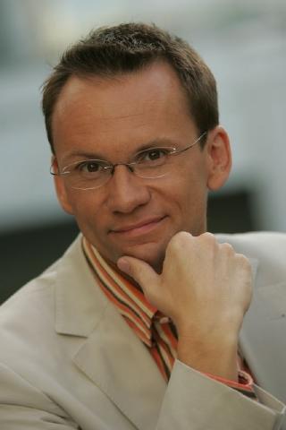 arbeitet heute beim ORF und als Moderator bei Ö3. - oliver_baier_neu
